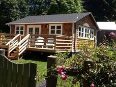 Seawoods Cottage Trinidad (California) Situated in Trinidad in the California Region, this holiday home is 36 km from Eureka. Guests benefit from patio.  An oven, a toaster and a fridge can be found in the kitchen and there is a private bathroom.