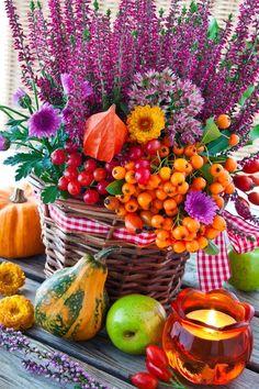 Herbstdekorationen mit Materialien aus der Natur