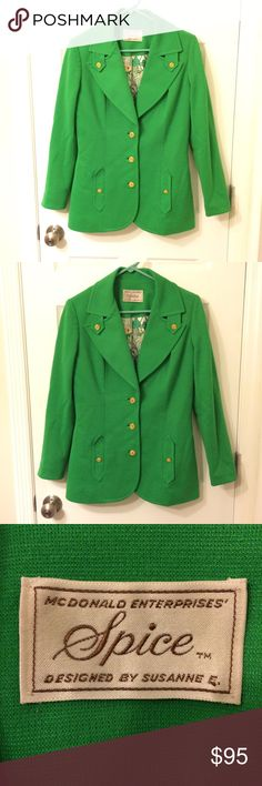"""HOST PICK! Vintage green jacket with floral lining HOST PICK! Make an offer! Beautiful vintage jacket in excellent condition! No size tag, but fits a women's small/4. The sleeves are long enough for my arms (I'm 5'7""""), which is great! No trades. Bundle and save! Vintage Jackets & Coats"""