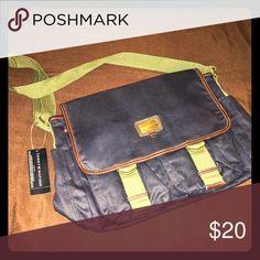 Tommy Hilfiger messenger bag Navy and olive green. Never used! Tommy Hilfiger Bags