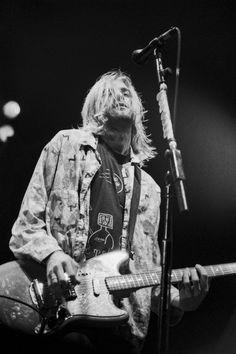 Kurt Cobain of Nirvana performs on November 1993 in Bethlehem,… – Rock Music Arte Grunge, 90s Grunge, Lady Gaga, Banda Nirvana, Nirvana Kurt Cobain, Kurt Cobain Style, Kurt Cobain Photos, Donald Cobain, Dave Grohl
