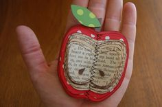 Kami at No Biggie shows you how to make a cute paper apple using pages from a vintage book. I love the dimension the pages give to the apple and the Old Book Crafts, Book Page Crafts, Book Projects, Craft Projects, Mini Albums, Diy Paper, Paper Crafts, Scrapbook Paper, Scrapbooking
