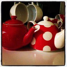 "@kelmsx's photo: ""#teapots #somethingred #photoadayseptembird #birdsnestonline"""