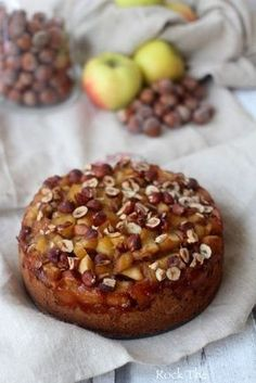 Autumn cake with apples, hazelnuts and chestnut flour, vegan . - Easy And Healthy Recipes Fall Recipes, Sweet Recipes, Vegan Recipes, Cooking Recipes, Köstliche Desserts, Dessert Recipes, Patisserie Vegan, Gateaux Vegan, Fall Cakes