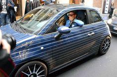 Lapo stupisce ancora: il nuovo look della sua Lapo Elkann, Fiat Abarth, Fiat 500, Small Cars, Car Wrap, Automobile, Bella, Men's Style, Wrapping