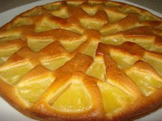 This Portuguese pineapple tart recipe is easy to make and great to share with family and friends. Tart Recipes, Sweet Recipes, Cooking Recipes, Portuguese Desserts, Portuguese Recipes, Portuguese Food, Easy Desserts, Delicious Desserts, Dessert Recipes