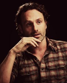 Rick Grimes a.a Andrew Lincoln❤ stunner Walking Dead Season 4, Fear The Walking Dead, Andrew Lincoln, Rick Grimes, Best Zombie, Stuff And Thangs, Daryl Dixon, Interesting Faces, Norman Reedus