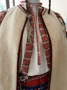 *etnobiblioteca*: Muzeul Satului - Un veac de frumusețe Folk Costume, Costumes, Folk Clothing, Folk Embroidery, Textiles, Romania, Clothes, Country, Blouse