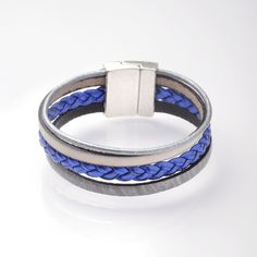 Manchette en cuir by oliv.b ! Retrouvez ce modèle et bien d'autre sur le site www.olivb.fr tresse en cuir bleu cuivré ...