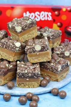 Malt Biscuit Base, Homemade Caramel Filling, and Malteser Spread Chocolate with Maltesers. The BEST Malteser Millionaires Shortbread! So… Millionaires Shortbread is one of my most. Tray Bake Recipes, Fudge Recipes, Chocolate Recipes, Baking Recipes, Dessert Recipes, Cake Recipes, Easter Recipes, Baking Ideas, Recipes Dinner