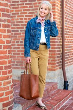 I've been wearing one of these poplin popovers on constant replay these days. I've got so many ways to style a poplin popover! Cropped Chinos, Cropped Wide Leg Jeans, Wardrobe Ideas, My Wardrobe, Clothes For Women Over 50, Casual Outfits, Fashion Outfits, Stretch Chinos, Sweater Shop