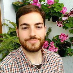 Al patio de la abuela también ha llegado la primavera  #spring #flower #primavera #septum #barba #beardlife #beard #andalucia #spain #sevilla #españa #patio by pepedecadillac