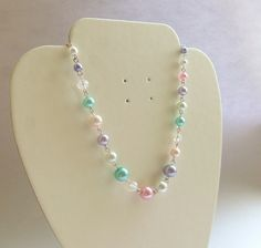 Collier multicoloré des perles nacrées et cristaux - vif et craquant! Faye Valentine sur ALittleMarket.com