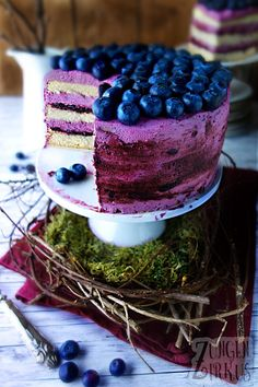 Blueberry pie with fruity cream cheese cream- Heidelbeertorte mit fruchtiger Frischkäsecreme Nobody can overlook this blueberry cake because … - Blueberry Cake, Blueberry Recipes, Food Cakes, Cookie Cakes, Tart Recipes, Dessert Recipes, Cake & Co, Health Desserts, Cakes And More