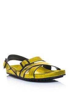 Kombin yaparken vurucu bir parça kullanmayı sevenler, Burberry Prorsum metalik sandaletler tam size göre. matchesfashion.com, 305 Pound