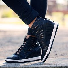 Off duty style has never been so simple or so stylish. Available in limited sizes, the Nike Dunk Sky Hi Joli in Black is a must-have for any after five wardrobe. Shop our range of hi-tops at www.stylerunner.com now #nike #dunkskyhi #stylerunner #SRfavourites #offduty #streetstyle