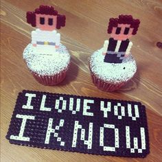 Muñecos y bandeja para la tarta de los novios: Leia y Han Solo. También puedes utilizarlos para helados y cupcakes.   Photo by panta_rei #geek #handmade #hamabeads #Gikvanna