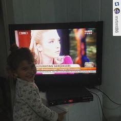 Cansu ablası o güzel kalbinden öper Zeynep'ibalköpüğü  #Repost @mrtmt86 with @repostapp.  Zeynep öteki gündem izliyor  by cansucanann