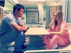 billie Lourd and Taylor Lautner