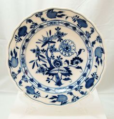 ✿ڿڰۣ(̆̃̃•Aussiegirl Meissen Blue Onion Pattern Dishes c. 1900