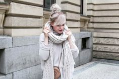Our favourite thing about fall? Wrapping up in our knitted scarf and jumper.
