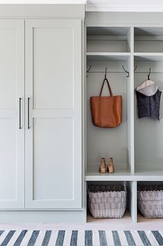 Minimalist Mudroom Entryway Decor Ideas 18 – Home Design Mudroom Cabinets, Mudroom Laundry Room, Laundry Room Design, Mud Room Lockers, Entry Lockers, Closet Mudroom, Mudroom Cubbies, Built In Lockers, Mud Room Garage