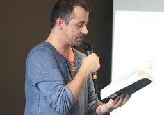 Reading bits from #Paralian during yet another successful #book presentation in Dusseldorf last Friday. A big thank you to BCG for giving me the opportunity! I love presenting and treasure direct contact to my readers. First London, then San Francisco, now Dusseldorf... next up is a keynote speech at a book meet in Southampton on Sept 4th #LiamKlenk #notjusttrans #lifejourney #presentation #reading #awesomeaudiences #passion #sharing #authenticity