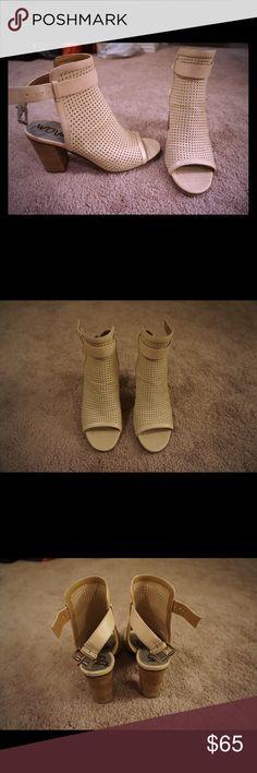 "Sam Edelman open toe shoes Sam Edelman ""Emmie"" open toe sandals. Beige, minor use Sam Edelman Shoes Sandals"