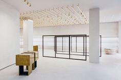 Das Mailänder Architekturbüro Andrea Tognon Architecture hat für die Jil Sander Boutique in Berlin ein cleanes und elegantes Storekonzept entworfen – mit nachhaltigem Twist.