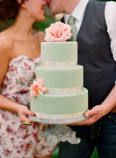 Aqua cake with roses <3