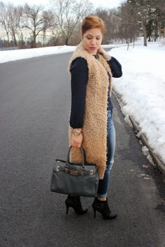 For more details of what I am wearing, visit my fashion blog.