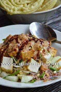 Diah Didi's Kitchen: Nasi Lengko Rice Recipes, Asian Recipes, Cooking Recipes, Healthy Recipes, Ethnic Recipes, Diah Didi Kitchen, Indonesian Cuisine, Indonesian Recipes, Porridge Recipes