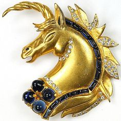 Hattie-Carnegie-Jewels-of-Fantasy-Gold-and-Sapphire-Unicorns-Head-Pin-Clip