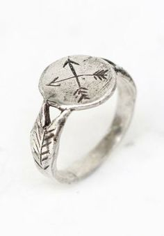 Silver crossed arrows signet ring by @Sharon Macdonald Macdonald Macdonald Carpenetti Clusters