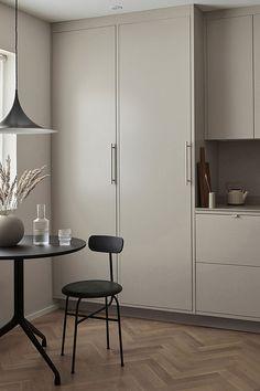 Kitchen Cabinet Design, Interior Design Kitchen, Interior Ideas, Kitchen Cabinets, Home Decor Kitchen, Home Kitchens, Küchen Design, Design Blogs, Cuisines Design