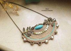 Золотое полукруговое ожерелье для женщин, бронзовый кулон из полумесяца soutache натуральный камень на цепи с бирюзой в подарок маме, жене, подруге, для молодой женщины. Ожерелье soutache Греция. Ожерелье готово к отправке. Вы получите его в подарочной коробке, красивой сумке из ткани. Размер 3/15