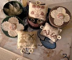 Cute pinkeeps and boxes- note the MOP rings attached to the pincushion- for looping threads