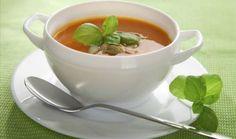 sopa de tomate e manjericão
