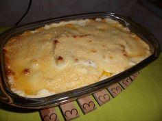1/2 kg de batata (cozidas firmes e cortadas a preferencia, dispostas num refratário untado com margarina ou azeite)  - Molho branco com queijo:  - 1 colher de sopa pó de creme de queijo  - 2 colheres de sopa de requeijão  - 1 copo pequeno de leite  - pimenta-do-reino  - manjericão  - 200 g de queijo parmesão ralado  -