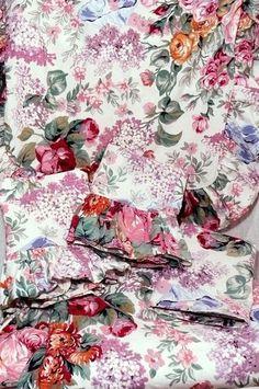 Vintage Ralph Lauren Allison Floral    http://www.ebay.com/itm/Ralph-Lauren-Allison-Floral-King-Bed-Duvet-4-Pillow-Shams-Cases-Cotton-/160968790652?pt=US_Duvet_Covers=item257a7cd27c