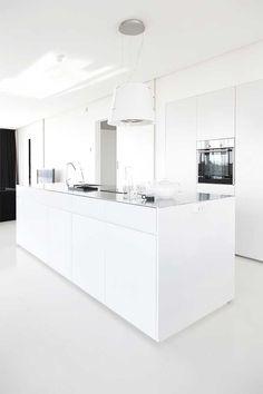 45 minimalist kitchens to get super sleek inspiration 31 Interior Design Kitchen, Interior Decorating, Küchen Design, House Design, White Kitchen Inspiration, Cocinas Kitchen, Beautiful Kitchen Designs, Scandinavian Kitchen, Minimalist Kitchen