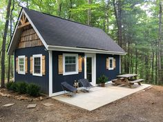 Modern cabin nestled in the Blue Ridge Mountains – Cabins for Rent in Big Island, Virginia, United States - Modern Small Log Cabin, Tiny House Cabin, Tiny House Design, Small Modern Cabin, Modern Cabins, Small Lake Cabins, Small Lake Houses, Small Cabin Plans, Rustic Cabins