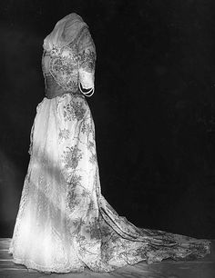 Designer: Gustave Beer (French),1900–1905 Ball gown