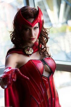 Character: Scarlet Witch (Wanda Maximoff) / From: MARVEL Comics 'Avengers' / Cosplayer: Unknown Epic Cosplay, Marvel Cosplay, Cosplay Girls, Cosplay Ideas, Awesome Cosplay, Scarlet Witch Cosplay, Scarlet Witch Marvel, Famous Superheroes, Witch Photos