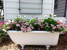 Old Bathtub into garden planter Source by zvonkomarojevi The post 10 Creative Ideas to Reuse & Recycle Bathtub (Pictures) appeared first on Zain DIY. Garden Bathtub, Old Bathtub, Bathtub Decor, Bathtub Ideas, Recycling Containers, Container Gardening, Garden Junk, Garden Art, Garden Totems