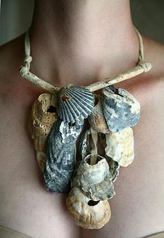 The artist here is Dawn Wain. The use of such natural, unaltered things is what drew me to this piece. The shells did not necessarily have to be altered in any way in order to get this necklace to function, giving this piece a raw, uncut essence. Driftwood Jewelry, Seashell Jewelry, Jewelry Art, Jewelry Necklaces, Jewelry Design, Jewellery, Shell Schmuck, Do It Yourself Jewelry, Bone Carving
