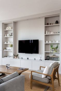 miniature 140 renovated on the Ile de la Jatte in Neuilly-sur-Seine,, My Concept Habitation – artisan Living Room Built Ins, Living Room Wall Units, Living Room Shelves, New Living Room, Home And Living, Living Room Designs, Living Room Decor, Modern Living, Built In Wall Units