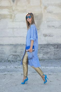 Spotted: Striped Shirt-Dress Over Gold Pants with Blue Heels Mode Outfits, Casual Outfits, Fashion Outfits, Fashion Trends, Jeans Fashion, Dress Fashion, Fashion Clothes, Look Street Style, Street Chic