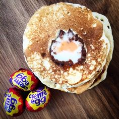 Recipe for Cadbury Creme Egg Pancakes. An Easter (or Pancake Day) treat made with the iconic chocolate egg. How do you eat yours? Nutella Creme, Chocolate Ganache Tart, Chocolate Mug Cakes, Easter Chocolate, Easter Recipes, Dessert Recipes, Desserts, Cadbury Creme Egg Recipes, Beignets