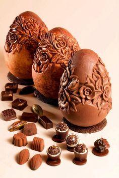 chocolate egg art Chocolate Dreams, Chocolate Delight, Death By Chocolate, I Love Chocolate, Chocolate Heaven, Chocolate Art, Chocolate Shop, Easter Chocolate, Chocolate Factory